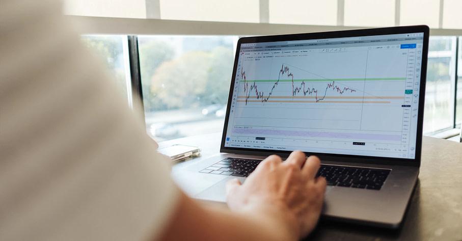 header met grafiek van aandelen tradeview